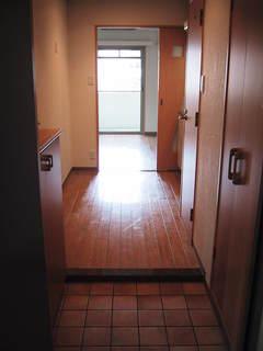 ロジュマン1号室玄関から.JPG